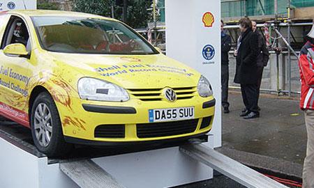 Volkswagen Golf объехал вокруг света на 1300 литрах топлива