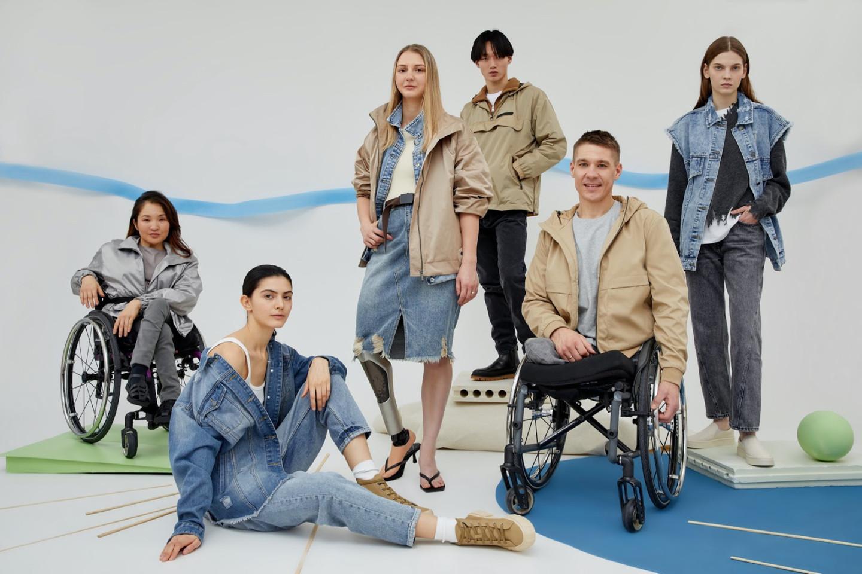 Модели в одежде из категории «Мода без границ», представленной на сайте Lamoda