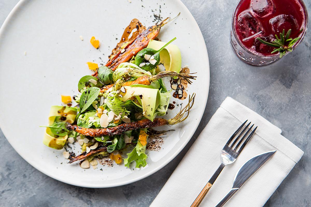 Салат из молодой моркови с курагой
