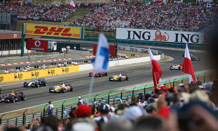 McLaren сослали в дальний конец пит-лейна