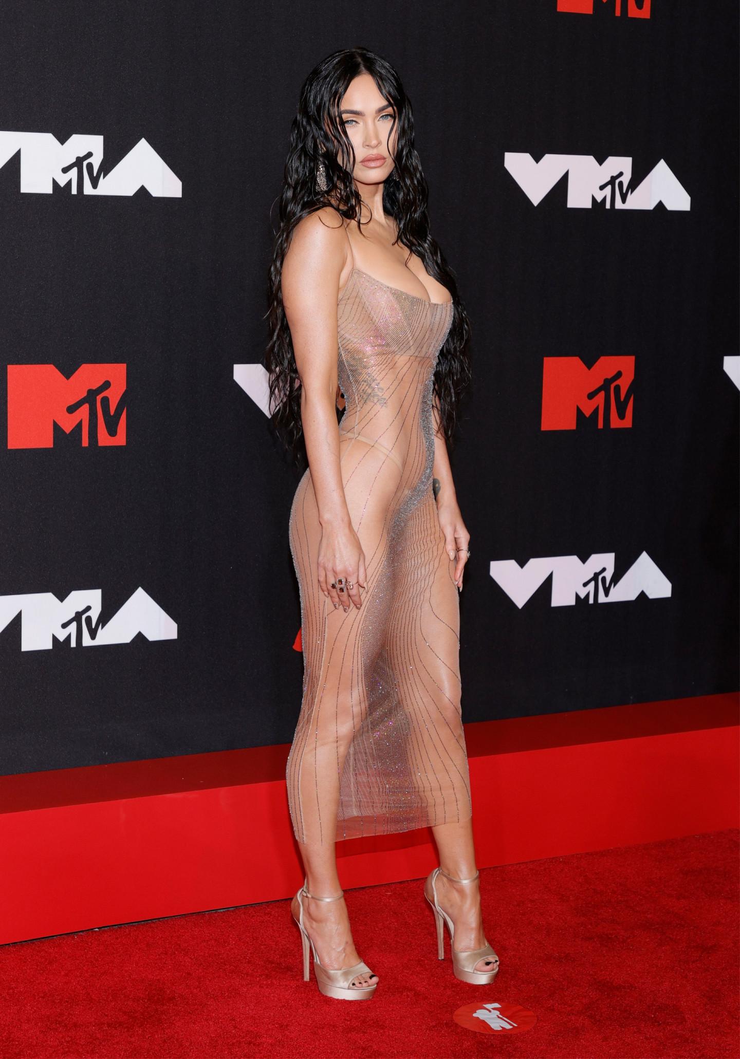 Меган Фокс в платье Mugler на церемонии MTV VMA, 2021