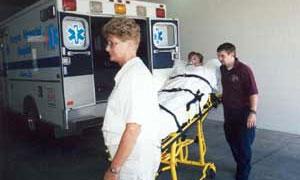 Мужчина выжил, упав в машине с 215 метров