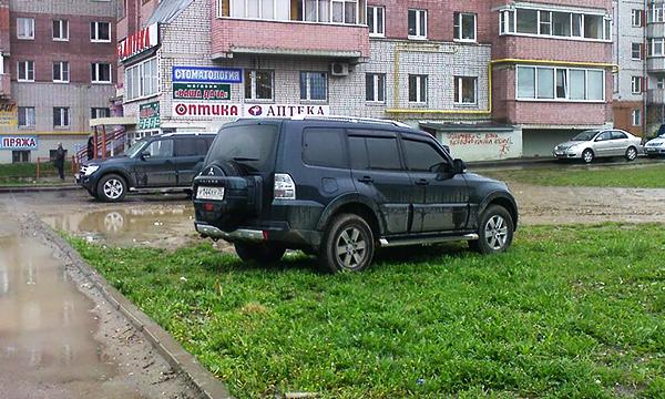 За парковку на газонах будут штрафовать на пять тысяч рублей
