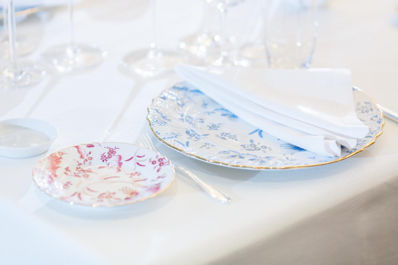 Блюда в Ovo подают в посуде старейшей итальянской фарфоровой мануфактуры Richard Ginori, основанной в 1735 году во Флоренции