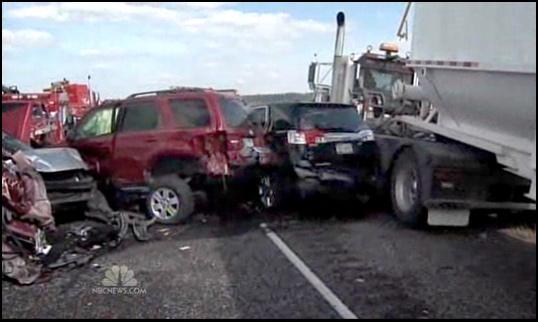 Рекордная авария: 150 автомобилей и яд на дороге