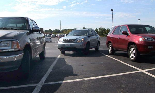 Водители тратят по 106 дней жизни на поиск парковочного места