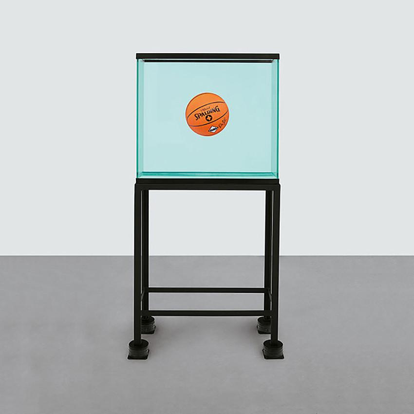 Джефф Кунс «Контейнер с мячом, находящимся в полном равновесии»