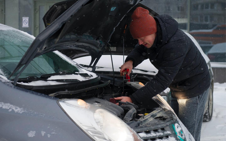 Власти посоветовали москвичам проверять аккумуляторы в машинах