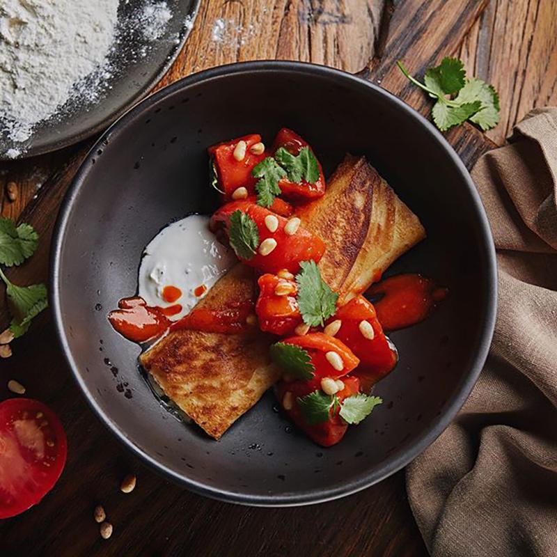 Гебжалияс сулугуни, томатами и болгарским перцем в «Казбек»