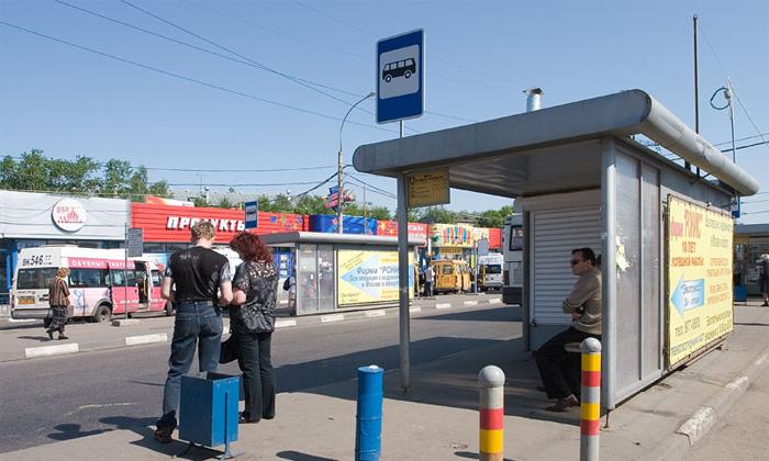 Все остановки Москвы обозначат спецзнаками, запрещающими парковку