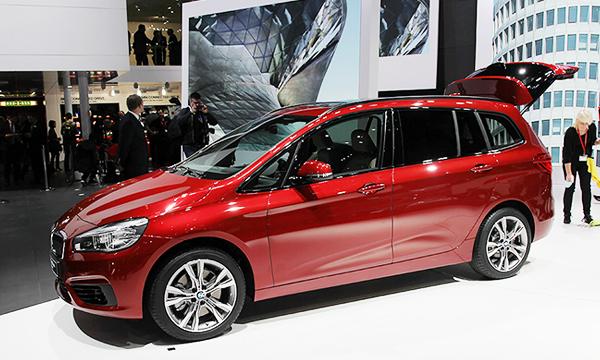 Первый в мире: BMW создала семиместный компактвэн