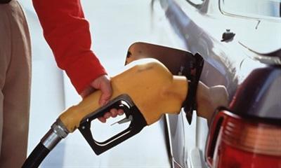 В США водителям продают бензин раз в два дня