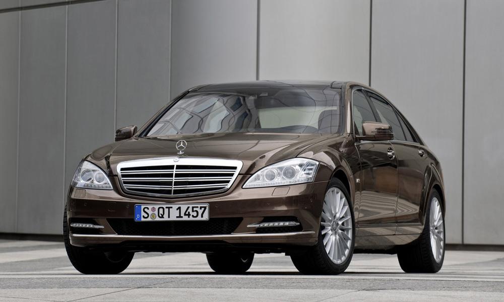 Mercedes-Benz перевел цены на автомобили в рубли