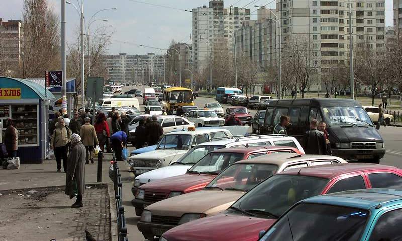 В Москве разрешили парковаться на тротуарах