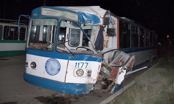Троллейбус-дрифт. Видео аварий за неделю