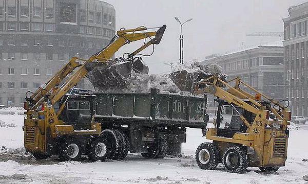 С московских дорог вывезли 100 000 кубометров снега