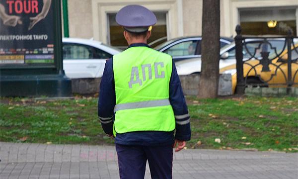 Инспекторов ГИБДД заставят следить за состоянием дорог