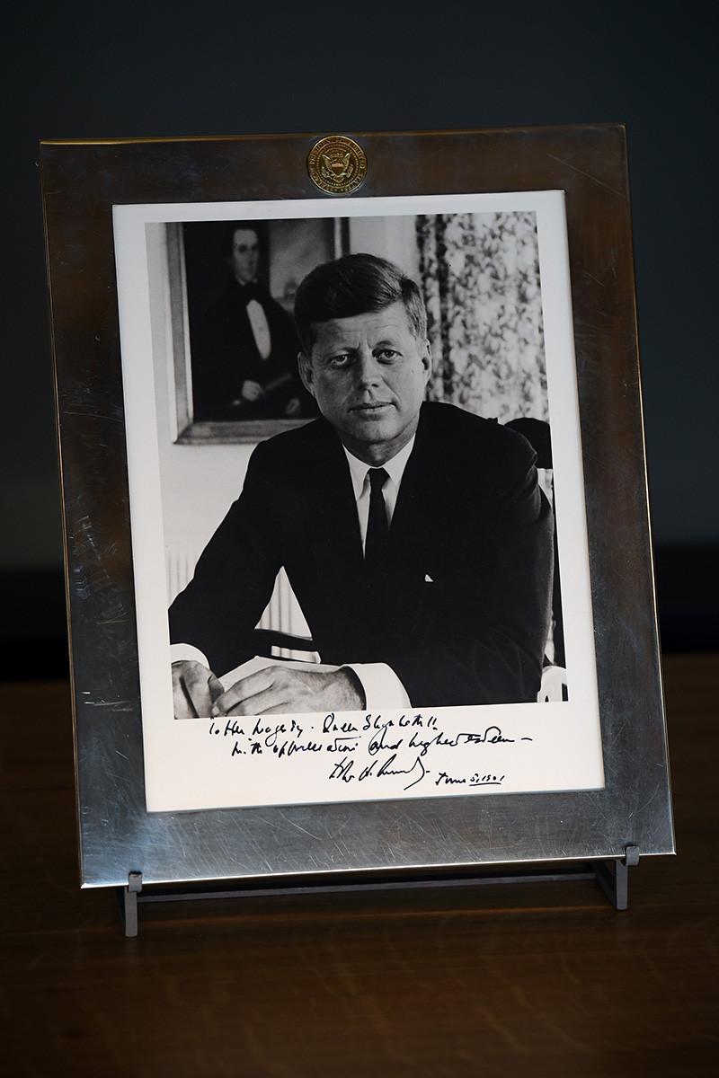 Фотография Джона Кеннеди с автографом
