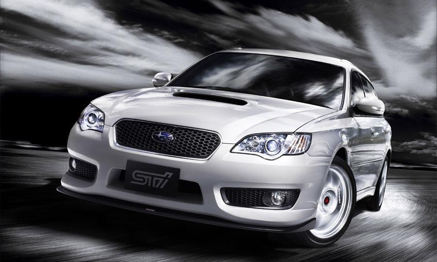 Subaru Legacy STI пугает бабушек