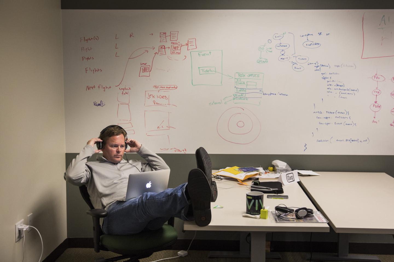 Даг Киттлаус, генеральный директор и соучредитель компании Viv Labs, за работой в Сан-Хосе, штат Калифорния