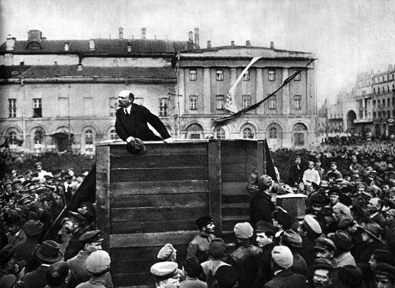 Владимир Ленин на Театральной площади, Москва, 5 мая 1920 года