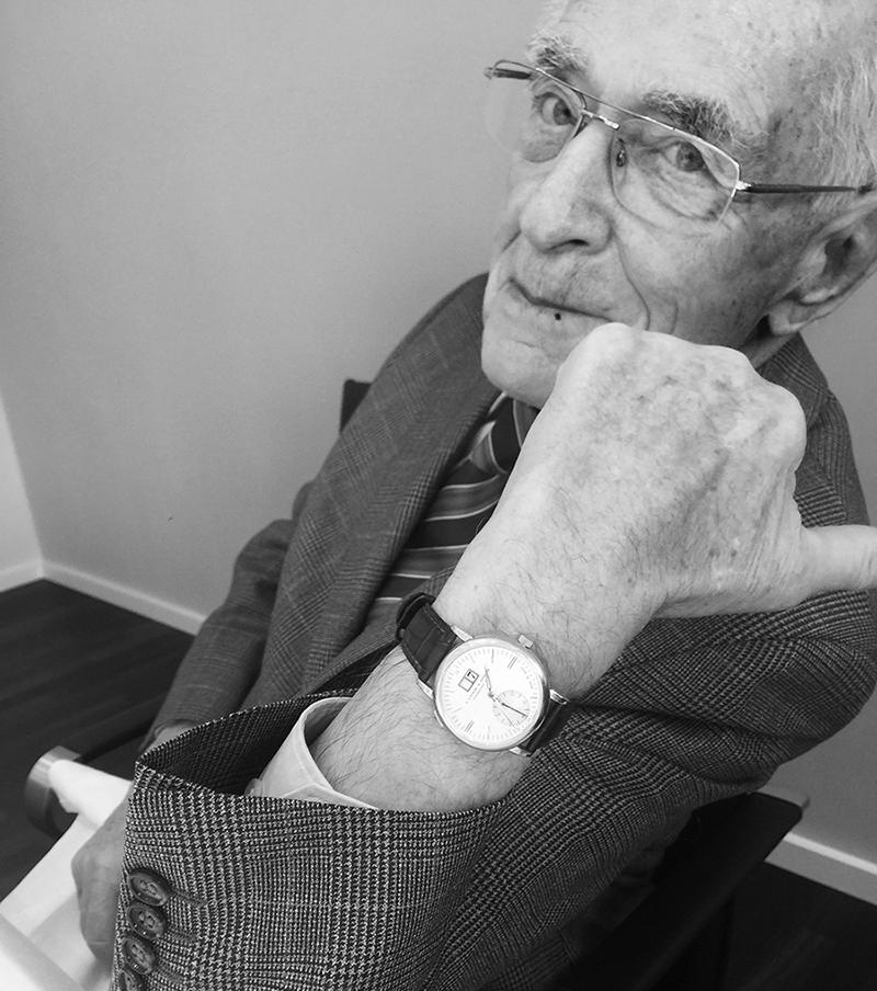 Вальтер Ланге в часах Langematik, которые ему подарили на 80-летие