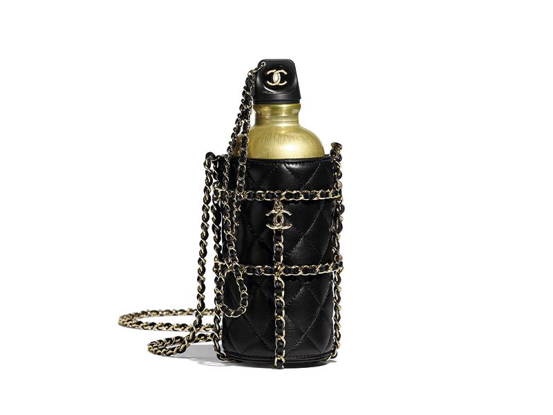 Металлическая бутылка на ремне Chanel, 360 300 руб. (Chanel)
