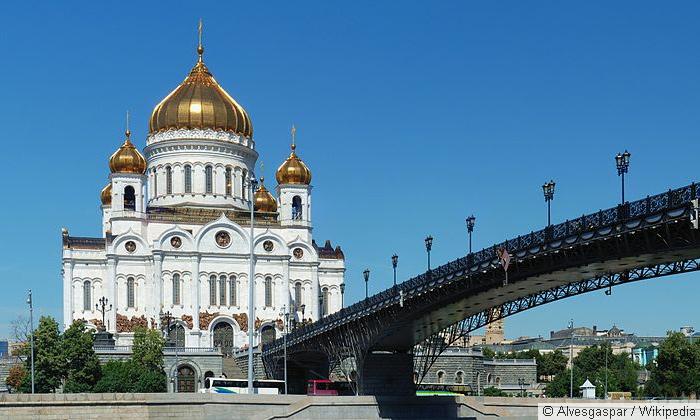 На Патриархию подали в суд за шиномонтаж в Храме Христа Спасителя