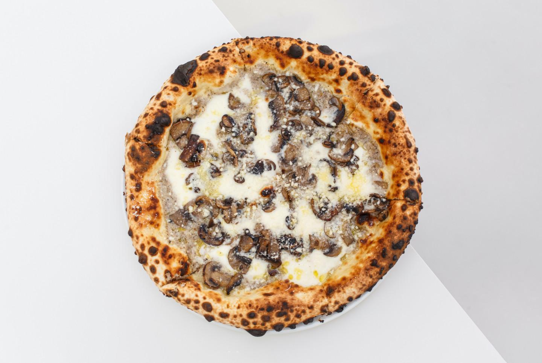 Грибная пицца с трюфельным кремом