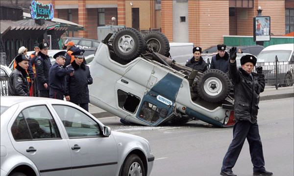 Милицейский УАЗ перевернулся, не выдержав маневра