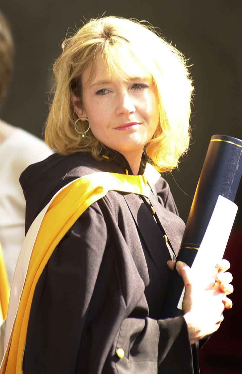 Джоан Роулингполучила почетную степень доктора литературы в Сент-Эндрюсскомуниверситете (Шотландия)