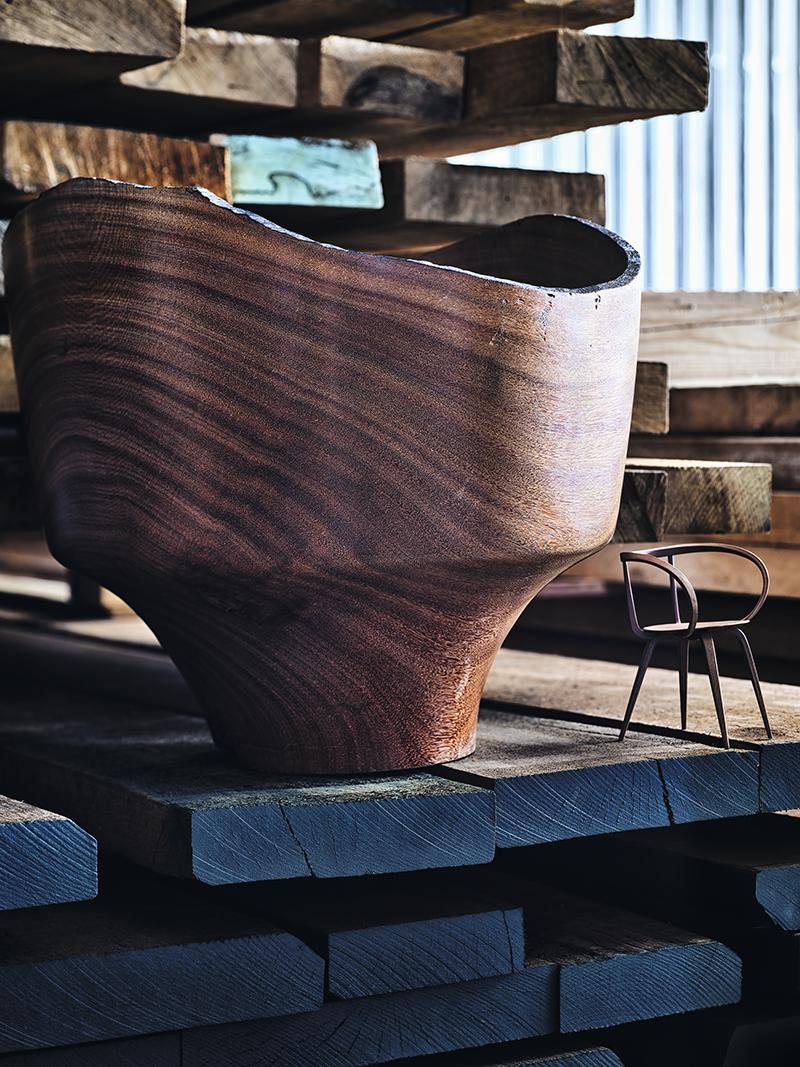 Ваза Governador Bowl, фабрика Etel (салон Krassky) Миниатюра кресла Miniatures Y-Chair, Hans J. Wegner (шоурум Vitra)