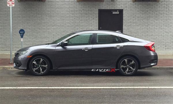 Новый седан Honda Civic замечен без камуфляжа