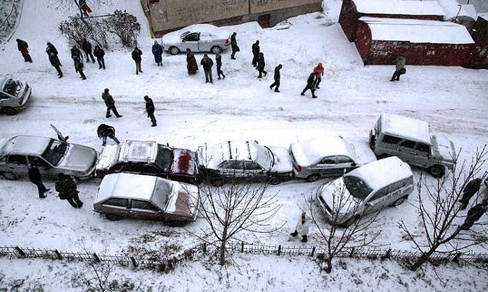 Количество аварий растет из-за снегопадов