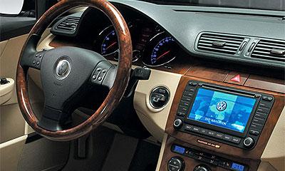 Система TouchSense позволит общаться с автомобилем вслепую