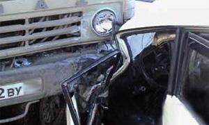 На МКАД столкнулись грузовик и легковушка