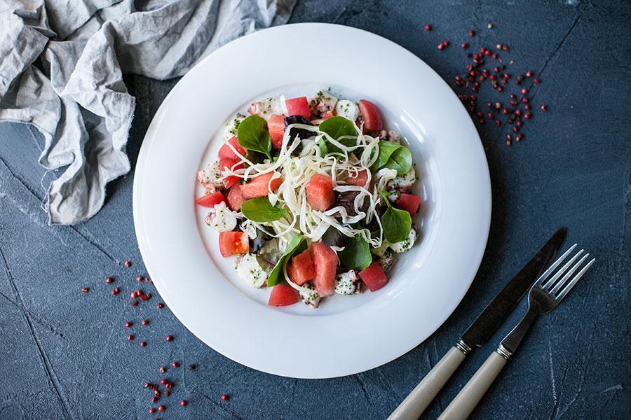 Салат с осьминогом и хрустящим фенхелем