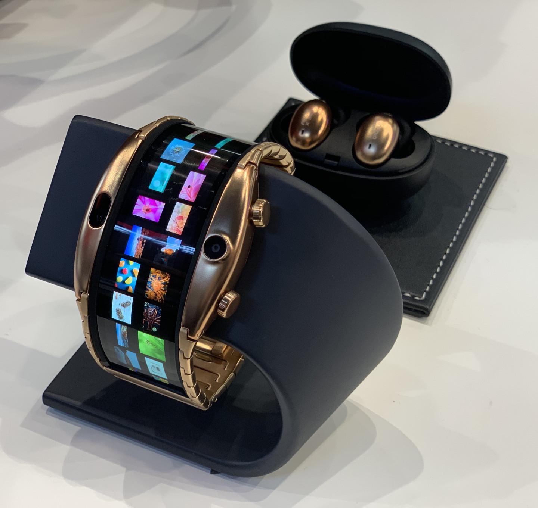 Часы-смартфон-браслет от Nubia