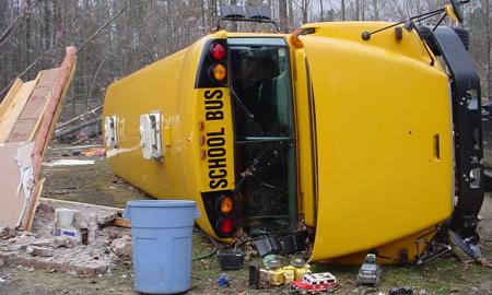 В США перевернулся школьный автобус