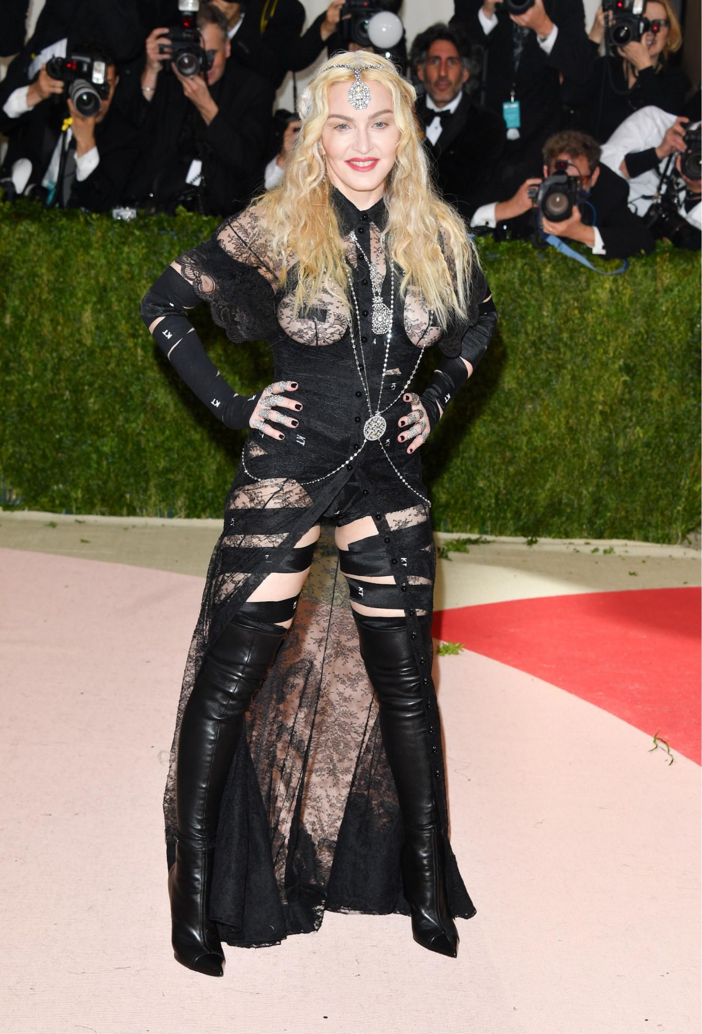 Мадонна в платье Givenchy на Met Gala, 2016