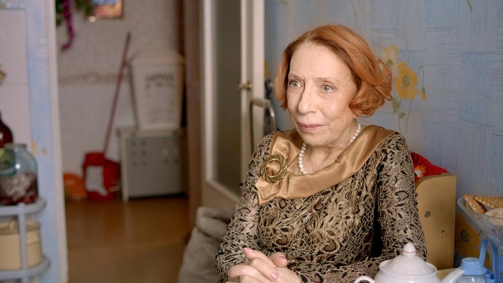 Инна Чурикова в фильме «Страна Оз»