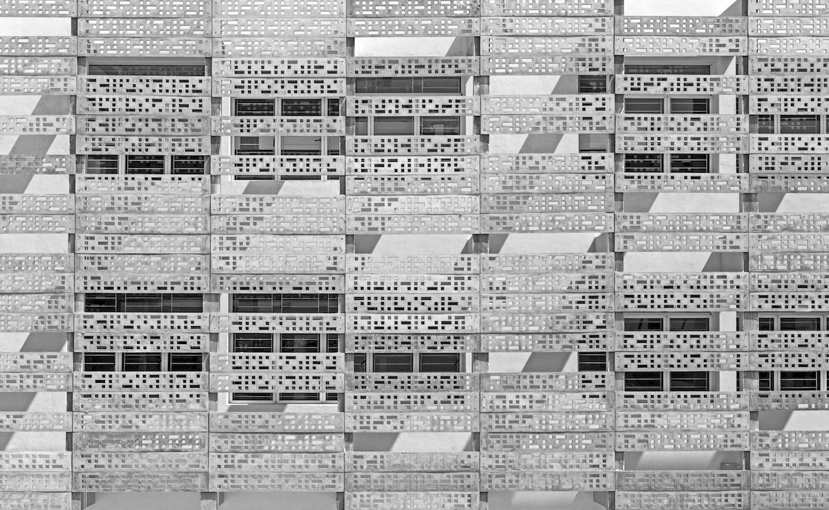 Цементный фасад школы VM Estancia в городе Ченнаи, Индия. Категория «Экстерьер»