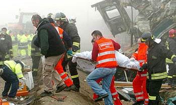 В Германии поезд протаранил скорую помощь
