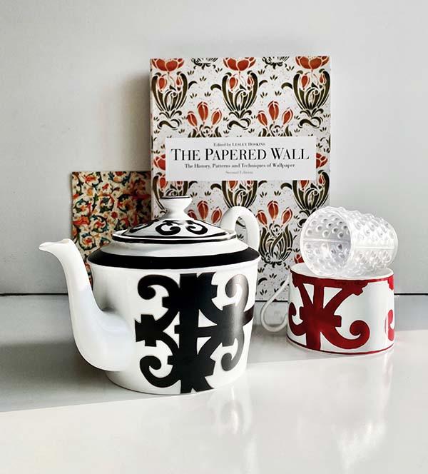 Чайник и чайная пара Balcon du Guadalquivir, Hermes Подсвечник Mossi, Lalique, салоны Gallery Royal