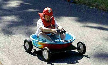 По словам мэра, использование миниавтомобилей очень полезно и удобно