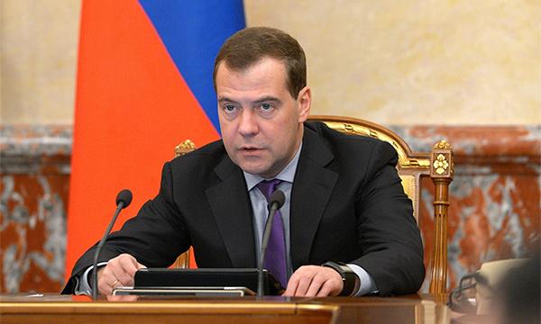 Медведев поручил законодательно проработать наказание за опасное вождение