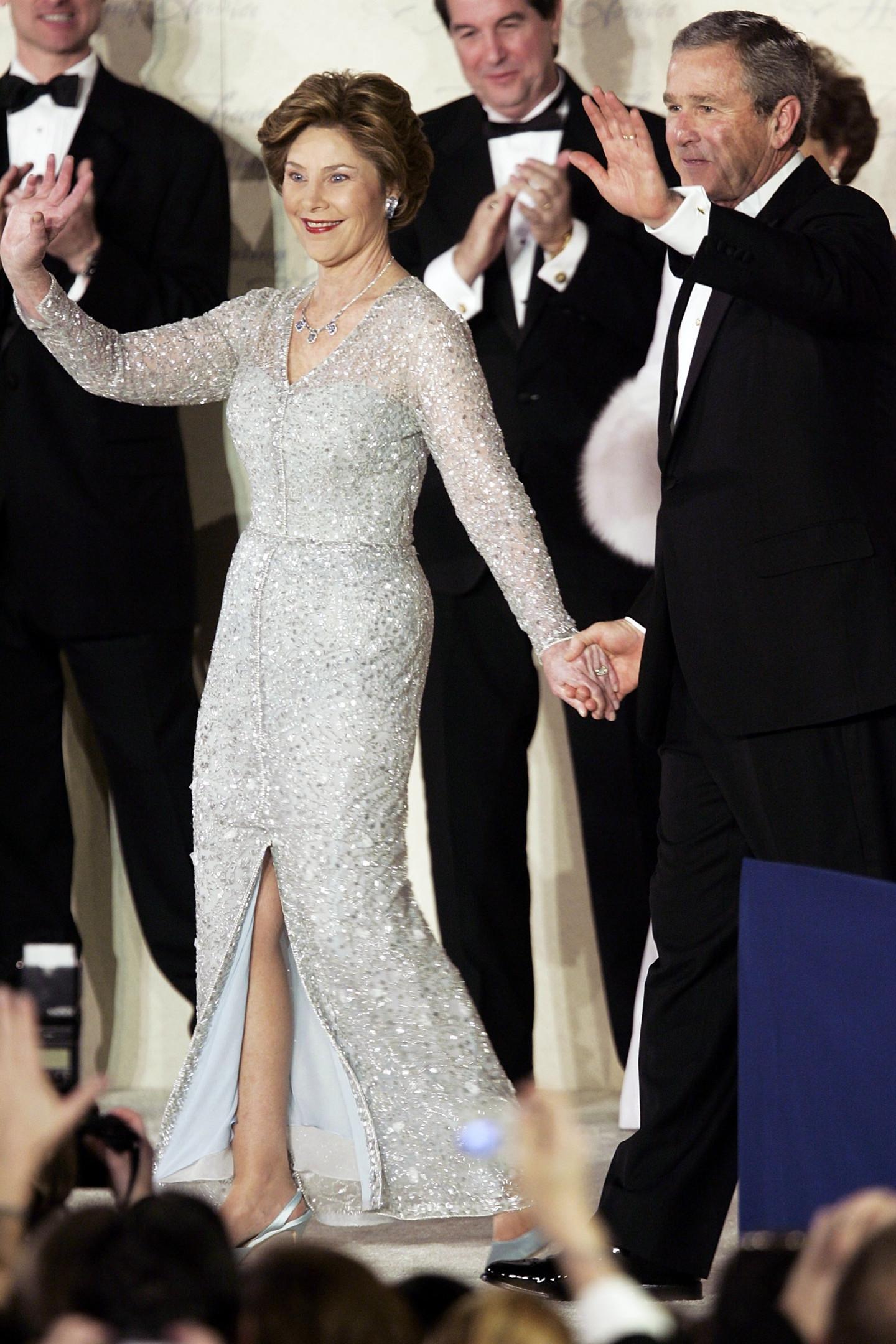 Джордж Буш и Лора Буш в платье Oscar de la Renta, инаугурационный бал, 2005 год