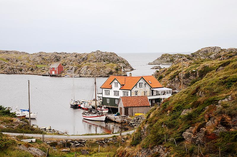 К Рёверу примыкают еще несколько островов поменьше — в гости к соседям можно добраться только на лодке