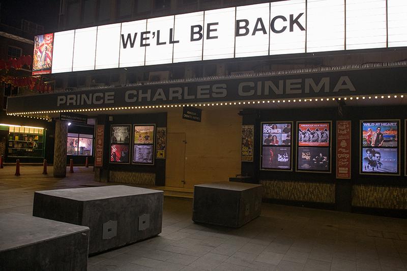 Кинотеатр Prince Charles Cinema в центре Лондона,как и все другие, закрылся «до дальнейшего уведомления» по приказу правительства