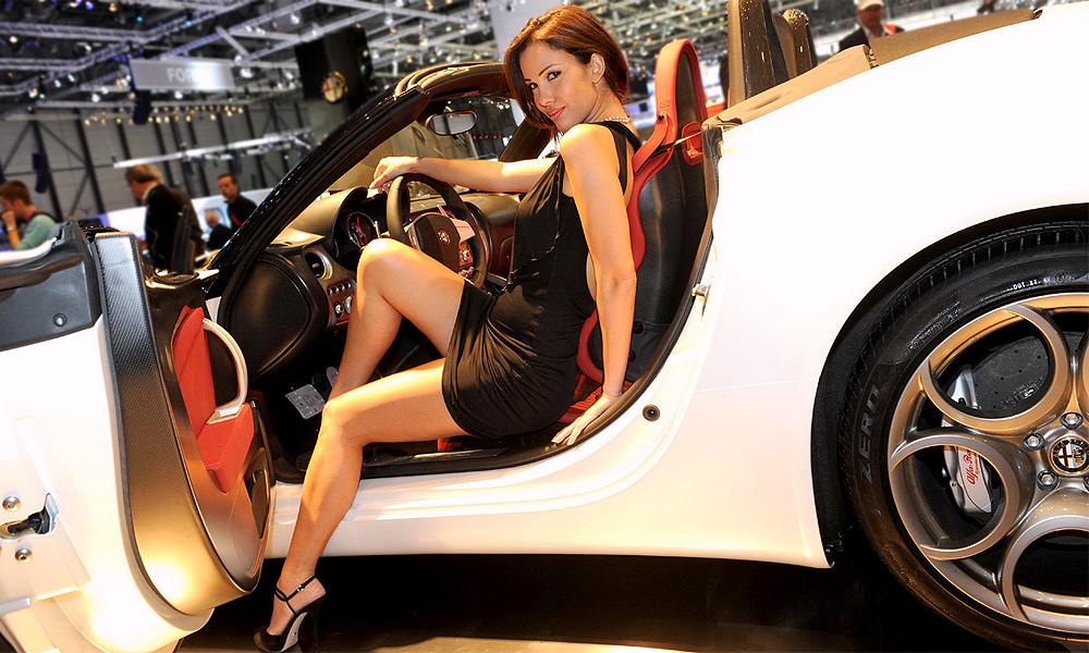 Лучшие девушки Женевского автосалона – 2010